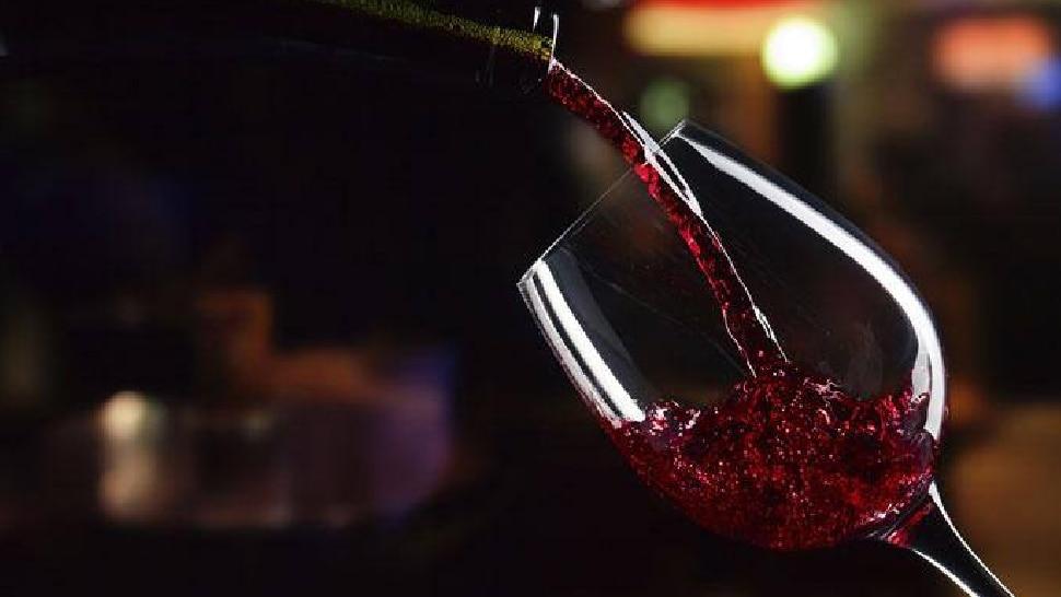 नाईट क्लबमध्ये ड्रिंकच्या एका घोटाने केलेली तरुणीची हालत पाहून कदाचित तुम्ही कधीही ड्रिंक घेणार नाही