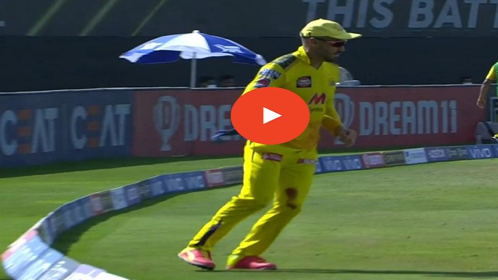IPL 2021, Chennai vs Kolkata | फॅफ डु प्लेसीसचा अफलातून रिले कॅच, पाहा व्हीडिओ