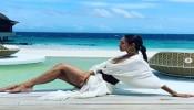 मालदीवमध्ये मलायकाचा 'हॉट' अंदाज, अर्जुनची 'स्विट' कमेंट