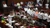 कर्नाटकातील काँग्रेस आणि जेडीएसच्या बंडखोर आमदारांना दणका