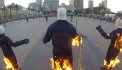 VIRAL VIDEO : ...म्हणून तब्बल ३२ जण पेटलेल्या अवस्थेत रस्त्यावर चालू लागले!