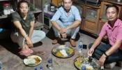 पदकविजेत्या मीराबाईला जमिनीवर बसून जेवताना लोकप्रिय अभिनेता असं काही म्हणाला की...