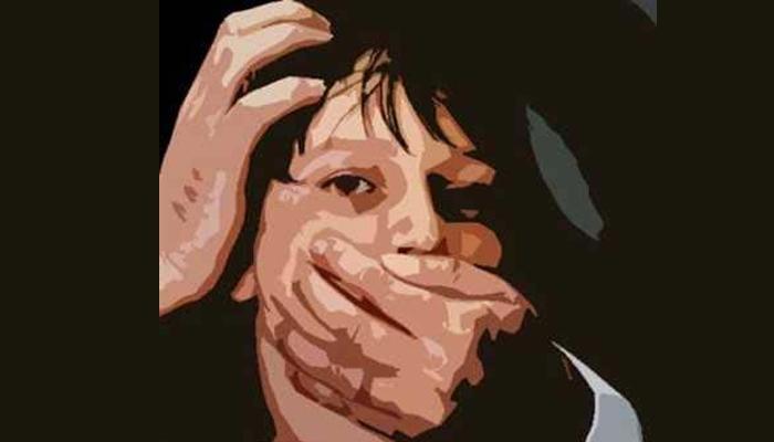 तरुणीवर सामूहिक बलात्कार; निर्वस्त्र मृत शरीर शाळेत फेकलं