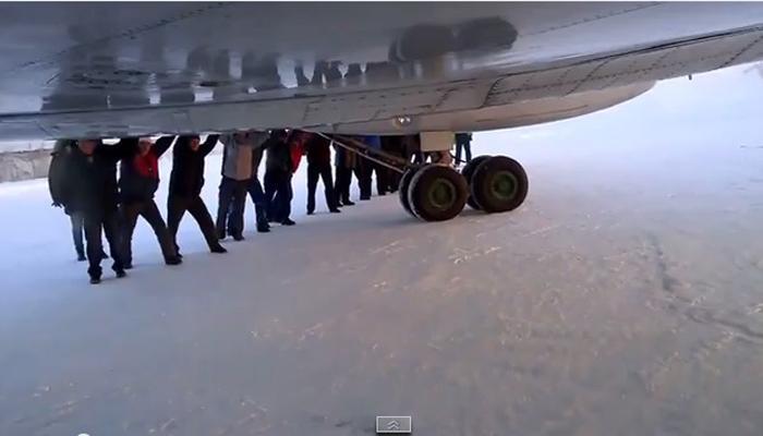 पाहा 'धक्का स्टार्ट' विमान