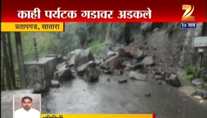 मुंबई- कोकणात मुसळधार पाऊस, कोकण रेल्वे रखडली
