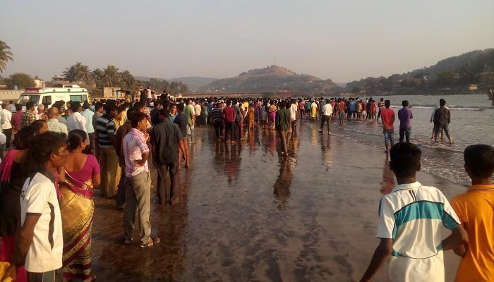 पुण्यातील १४ विद्यार्थ्यांचा समुद्रात बुडून मृत्यू