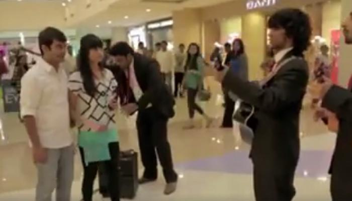 VIDEO : तुमच्या 'क्रश'ला प्रपोज करण्याअगोदर हे पाहाच...