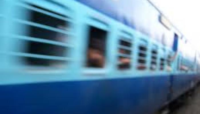 रेल्वेच्या वेटिंग तिकिटावर दुसऱ्या दिवशी प्रवास करु शकाल!