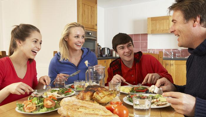 जेवल्यानंतर चुकुनही करु नका ही ५ कामं