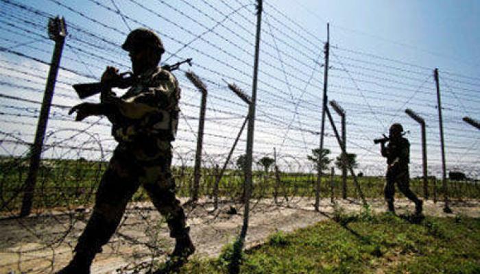 जम्मू-काश्मीरमधील चकमकीत दोन दहशतवाद्यांना कंठस्नान, एक जवान शहीद