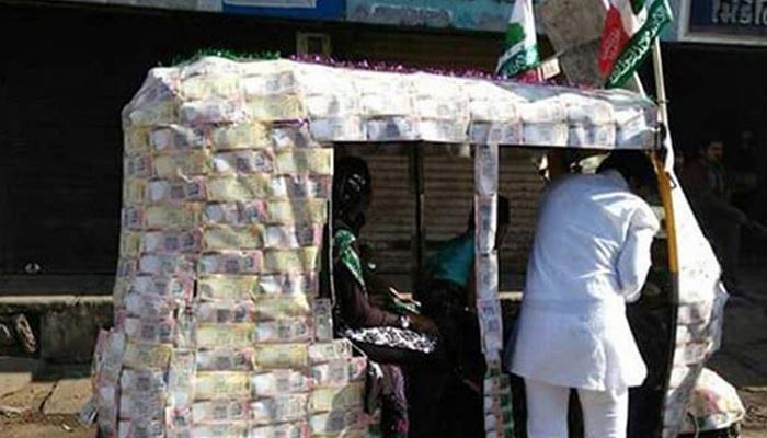 अजब रिक्षावाला, चिकटविल्या १ हजारच्या नोटा, फोटो व्हायरल