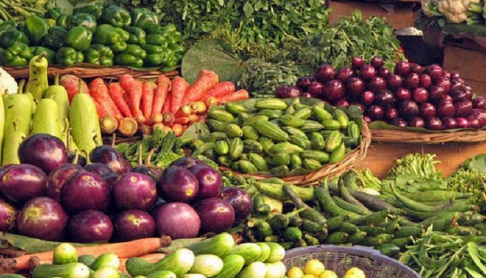 आवक वाढल्याने भाज्यांचे दर गडगडले