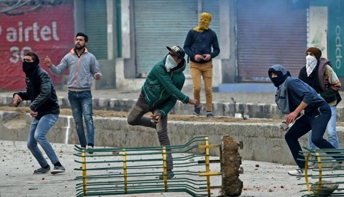 काश्मीर खोऱ्यात दगडफेक : लघु उद्योगापासुन मुख्य उद्योगाकडे