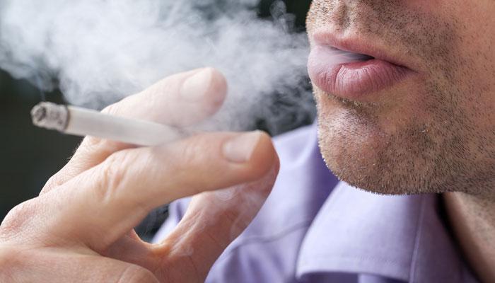 सिगारेटचे व्यसन लावल्यामुळे कॅन्सरग्रस्त तरूणाकडून मित्राची हत्या