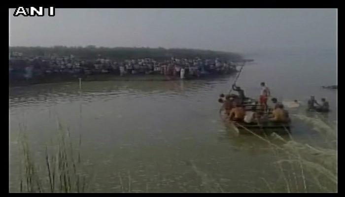 यमुना नदीत बोट उलटली, १५ जणांचा मृत्यू