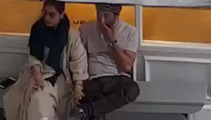 सनी देओल आणि डिम्पल कपाडियाचा हा व्हिडिओ प्रचंड व्हायरल