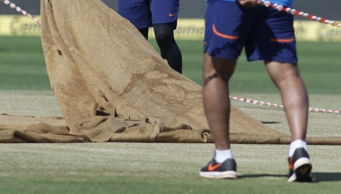 पुण्यातील दुसऱ्या वनडेवर 'पिच फिक्सिंग'चे सावट, क्युरेटर निलंबित