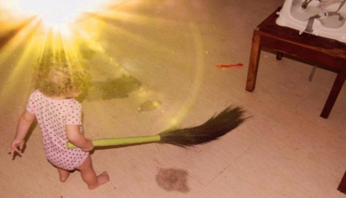 तुमची मुलं घरात झाडू मारतात? तर समजून जा...