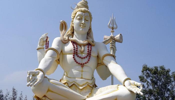 महाशिवरात्री २०१८: भगवान शंकराच्या हातातील त्रिशूळ, डमरूचा अर्थ काय?