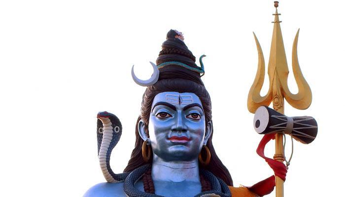 महाशिवरात्री २०१८: भगवान शंकराच्या गळ्यात नाग का असतो?