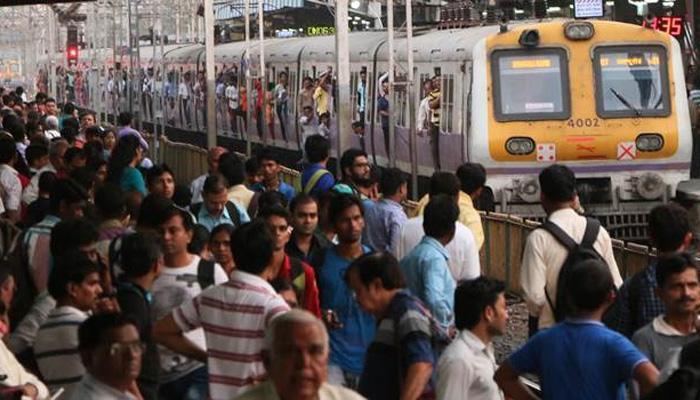मध्य रेल्वेनं फुकट्यांकडून वसूल केले १५४ कोटी रुपये