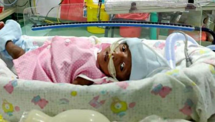 आपल्या नवजात बाळाला वाचवण्यासाठी आई-वडिलांची केविलवाणी धडपड