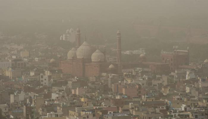 दिल्लीत धुळीचे साम्राज्य, दिल्लीकरांचा 'श्वास कोंडला'