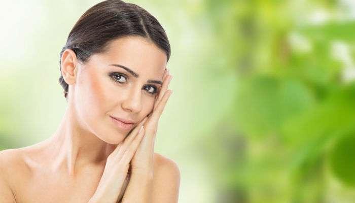 चमकदार त्वचेसाठी आहारात या '४' व्हिटॉमिन्सचा समावेश करा!
