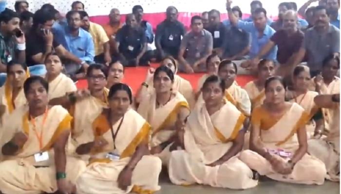 विठ्ठल मंदिर कर्मचाऱ्यांचे काम बंद आंदोलन, समिती सदस्याने शिवीगाळ केल्याचा आरोप