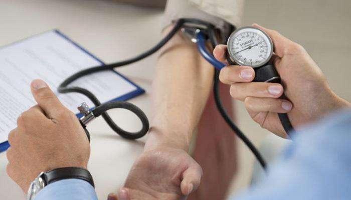 पावसाळ्याच्या दिवसात रक्तदाब नियंत्रणात ठेवण्यासाठी खास डाएट टीप्स