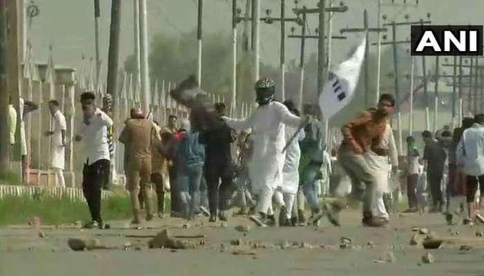 व्हिडिओ : अनंतनागमध्ये 'ईद'च्या दिवशी सुरक्षा दलावर जीवघेणा हल्ला