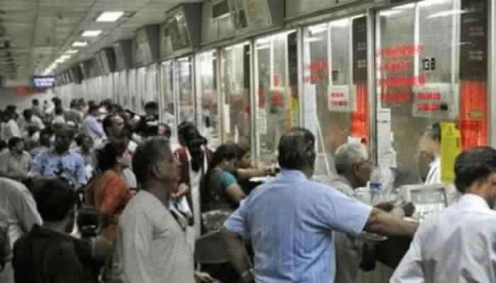 रेल्वेचं तिकिटं नाही आणि टीसीने पकडलं.. घाबरू नका या नियमांचा घ्या फायदा