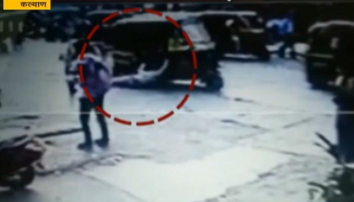 महिला पोलिसाला रिक्षा चालकानं फरफटत नेलं