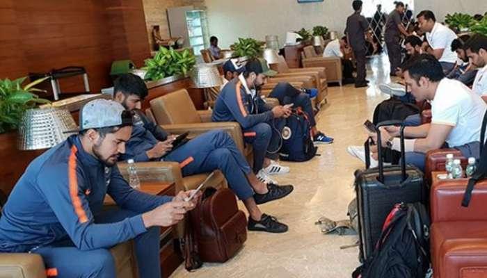 विमानतळावर भारतीय खेळाडू गेम खेळण्यात व्यस्त ... पण बुमराह मात्र....