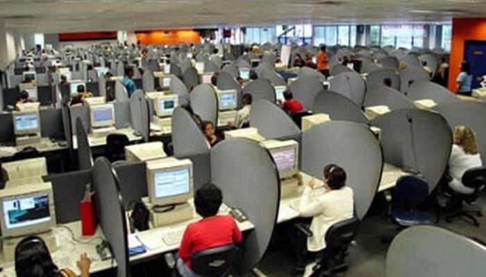 कामचुकारपणा करणाऱ्या कर्मचाऱ्यांना लघवी पिण्याची आणि झुरळ खाण्याची शिक्षा