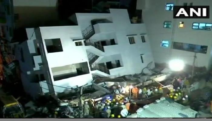 कर्नाटकात बांधकाम सुरू असलेली इमारत कोसळली