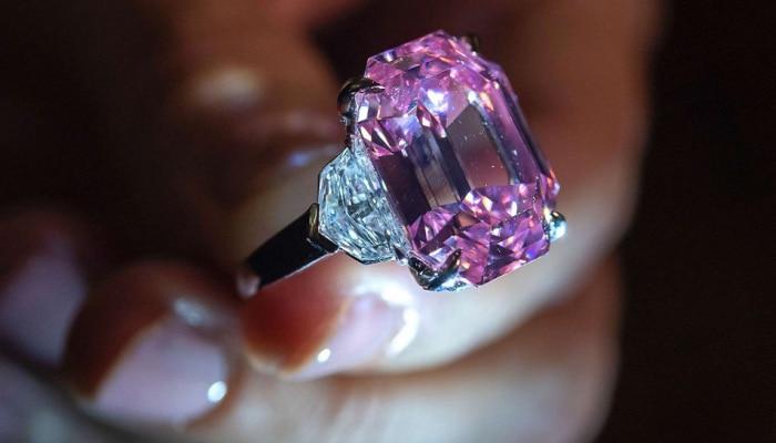 रेकॉर्ड ब्रेक किंमतीत विकला गेला हा गुलाबी हिरा