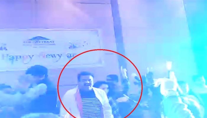 VIDEO : डान्स-गाण्यात निरुपम धुंद, भाजप नेत्यानं शेअर केला व्हिडिओ