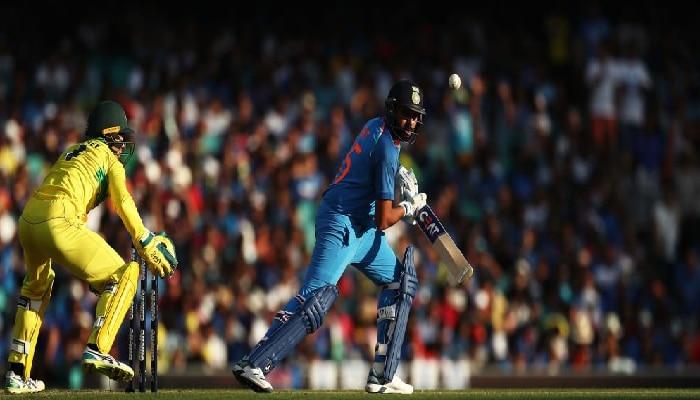 रोहित शर्माची शतकी कामगिरी, विजयासाठी ८६ धावांची गरज