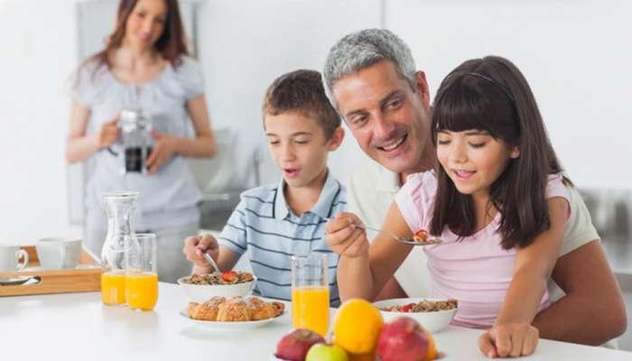लहान मुलांना लाडात जेवण भरवू नका, हा आहे धोका?