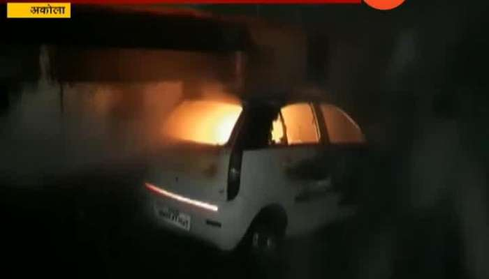 Akola Car Burn On Road