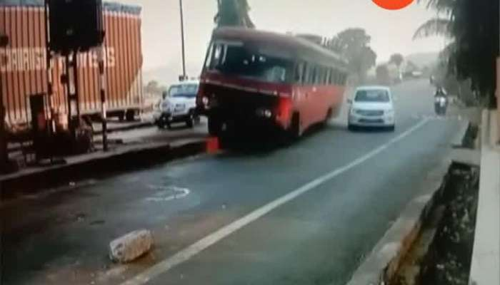 Dhule ST BUS Break Fail Footage Caught In CCTV