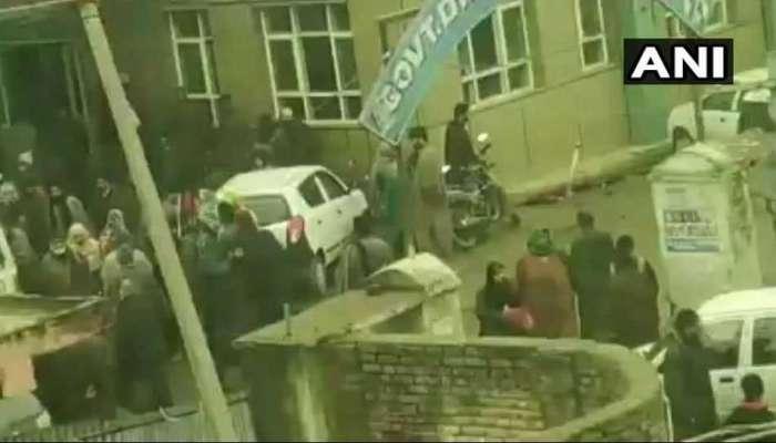 काश्मीरमधील शाळेत बॉम्बस्फोट; १५ विद्यार्थी जखमी