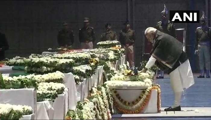 जवानांचे पार्थिव दिल्लीत; मोदींसह सर्वपक्षीय नेत्यांनी वाहिली श्रद्धांजली