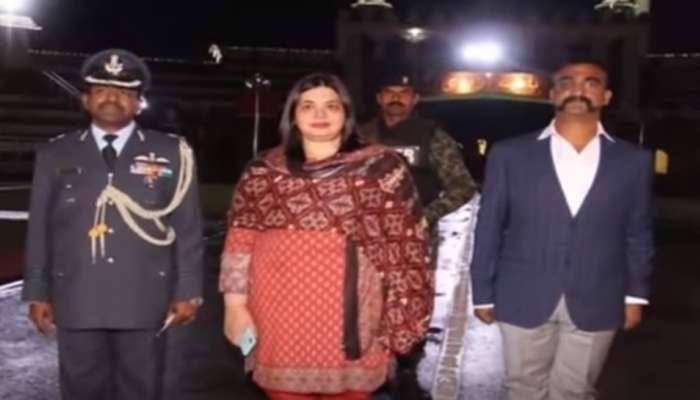 पाकिस्तानपासून वाघा बॉर्डरपर्यंत अभिनंदन सोबत आलेल्या त्या महिला कोण, त्यांच्याबाबत होत आहे चर्चा?