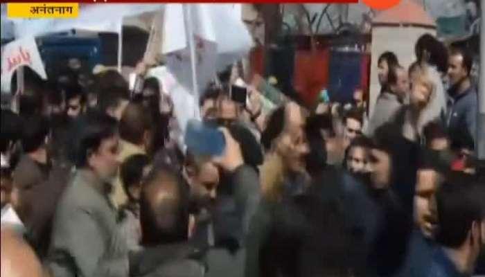 Jammu Kashmir Anantnag Mehbooba Mufti Leads Protest Against Centre_s Ban On Jamaat e- Islami