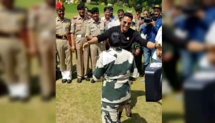 VIDEO : बीएसएफच्या महिला अधिकाऱ्यासोबत खिलाडी कुमारची किक बॉक्सिंग