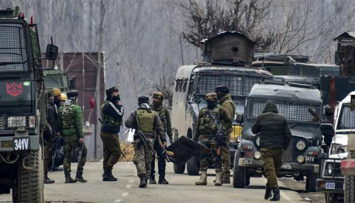 सोपोरमध्ये ग्रेनेड हल्ला, दोन जवान जखमी