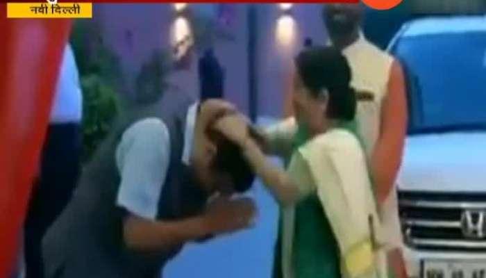 New Delhi BJP Sushma Swaraj Gives Blessings To Nitin Gadkari