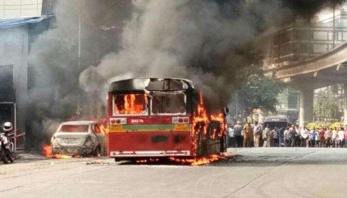 मुंबईत बेस्टच्या चालत्या बसने  घेतला पेट